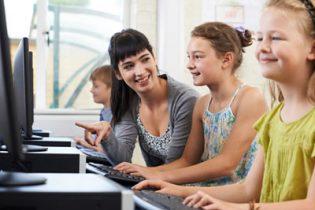 Windows 10 sollte bei einem Computer / Notebook für Schüler Kinder und Jugendliche installiert sein.