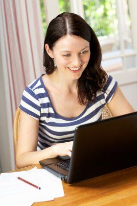 PC oder Notebook? Mit einem Notebook sind Sie viel flexibler und mobiler aufgestellt.
